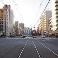 車道と歩道と線路の交差点