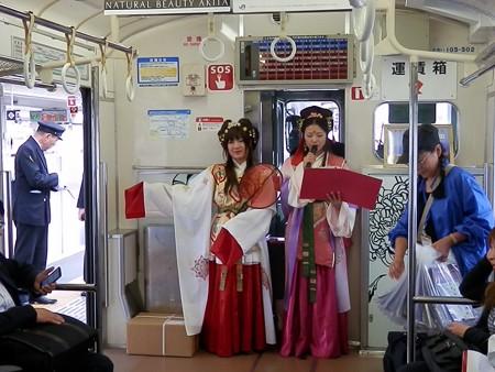 古事記ガイド列車の車内1