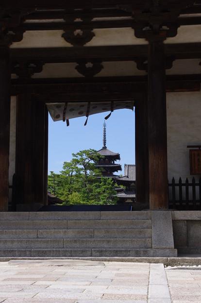 写真: 法隆寺へ