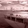 Photos: セピア・・ベイブリッジと砕氷艦しらせ後方甲板