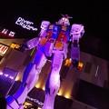 夜ライトアップされたダイバーシティのガンダムRX78