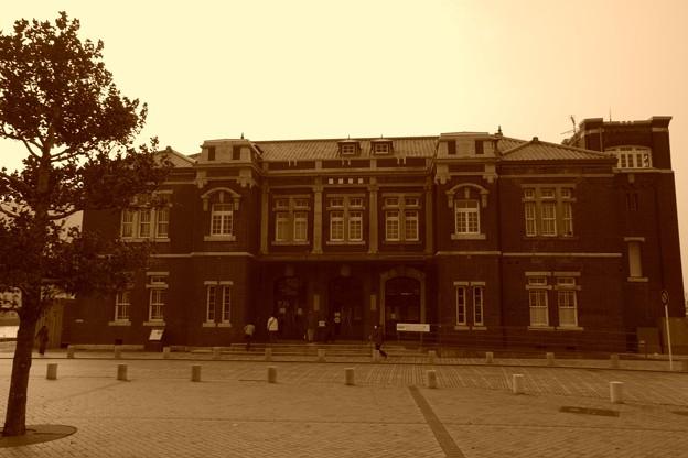セピア色のレトロな建築物・・旧門司税関