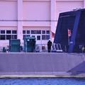 横須賀ヴェルニー公園から海上自衛隊の潜水艦にいる人