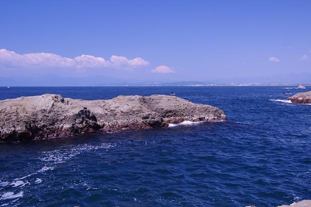 江ノ島 稚児ヶ淵から見える富士山・・20130428