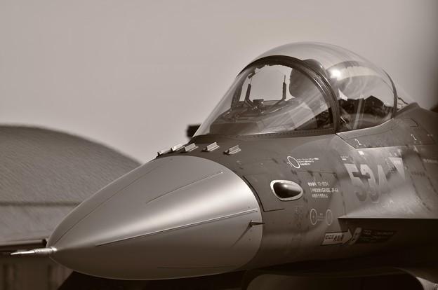 F-2の顔。。。
