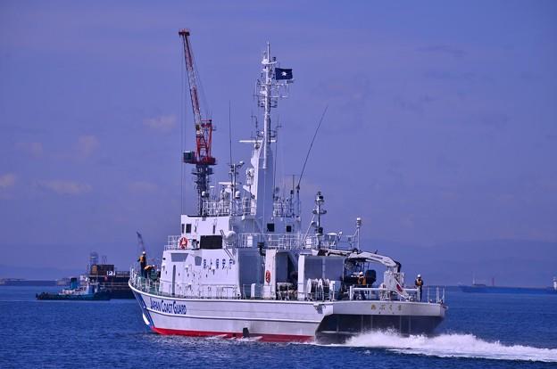 小名浜港を出航する海上保安庁巡視船あぶくま・・