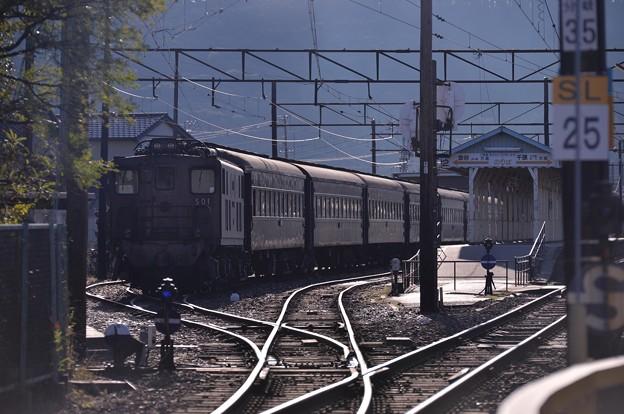 SLとの連結を待つ風景 大井川鉄道新金谷駅・・・20131123