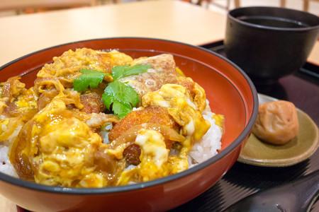 鶏カツ丼~八丁味噌仕立て~(東名阪道【下り】・御在所EXPASA)