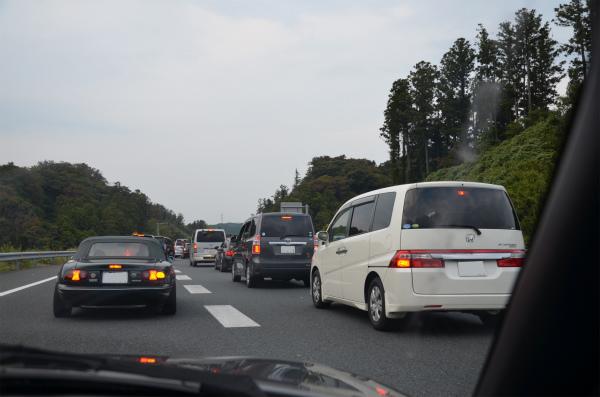 高速道路の本線合流前から渋滞にハマる