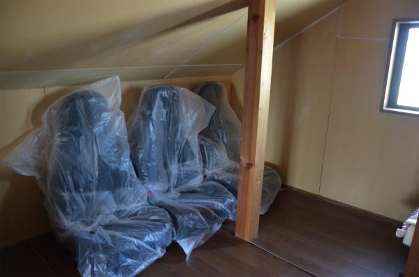 予備のVR−B本革シートを屋根裏に保管