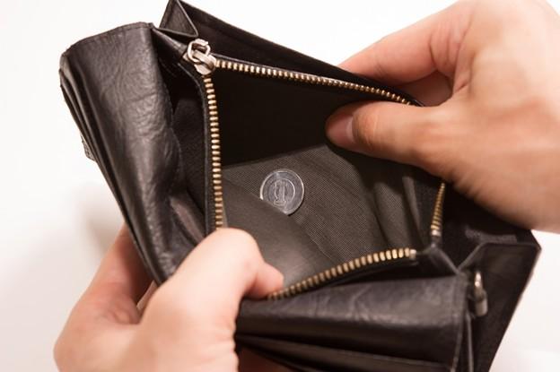 写真: 財布を開けたら1円しか入ってなかった、貧乏が悪いんや・・・
