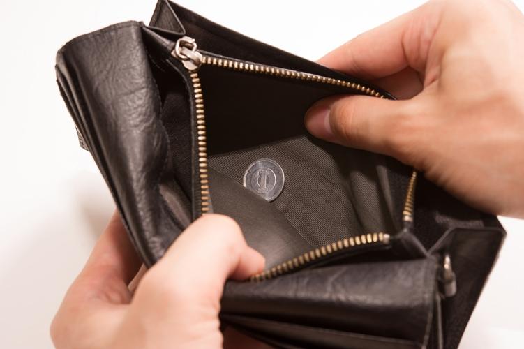 財布を開けたら1円しか入ってなかった、貧乏が悪いんや・・・