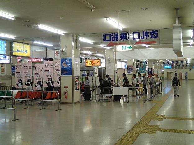 新潟港カーフェリー改札口