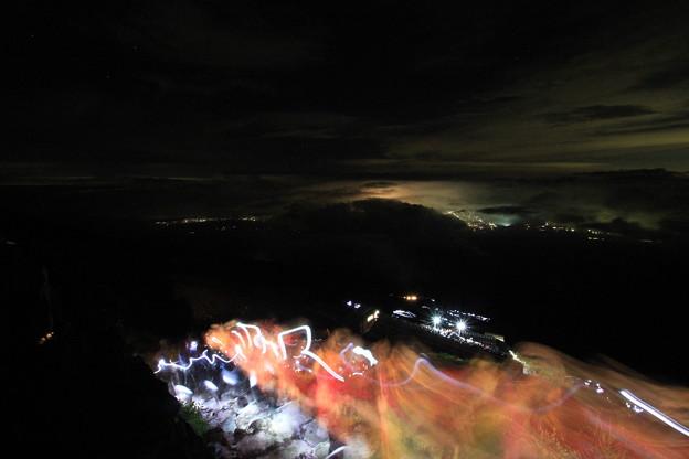 富士山8合目 山頂に向かい大渋滞!