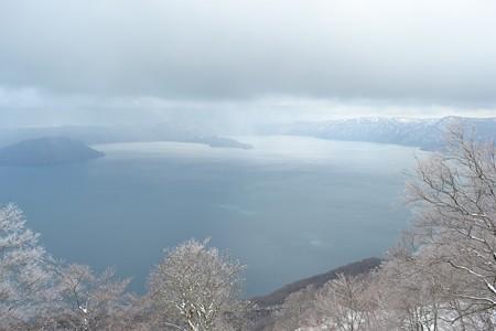 御鼻部山展望台から十和田湖